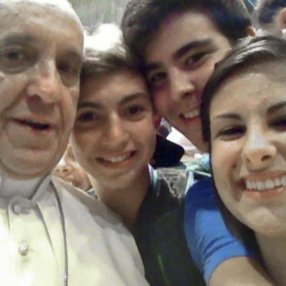 pope-francis-selfie-2